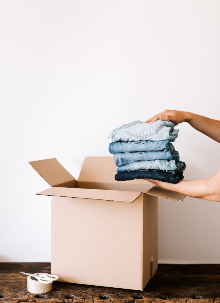 20 tips for decluttering clothes
